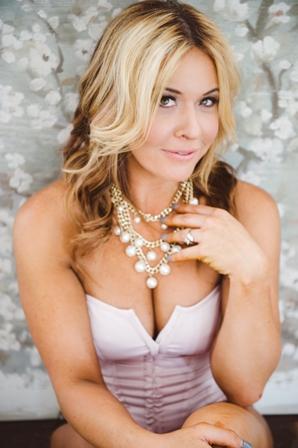 Amelia M. - Age: 39