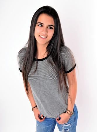 Sarah W. - Age: 18